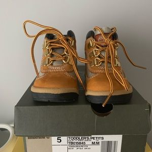 Brand new toddler Timberland field boots